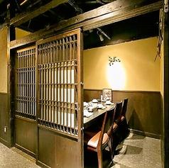 ゆったりおくつろぎいただけるテーブル個室です。美味しいお酒とお食事をお楽しみ下さい☆旬の食材を使用した自慢のお料理と豊富な種類のドリンクをお楽しみ頂ける飲み放題付コースを各種ご用意。居心地の良い空間で周りを気にせず楽しいお時間をお過ごし下さいませ。
