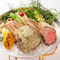 料理メニュー写真骨付 仔羊ロース肉のローストタイム風味