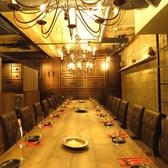 『最後の晩餐』をイメージした豪華なテーブル♪20名様までのパーティなら半個室の空間としてご利用可能です!会社宴会にもおすすめ★