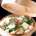 ~梟もつ鍋~【蒸し】¥1180テレビや雑誌で取材多数!日本初のスープのないもつ鍋。蒸気で蒸された野菜とコラーゲンたっぷりのもつを特製ポン酢や山芋とろろダレでお召し上がりいただきます。 ※特製山芋とろろだれ(+200円)