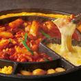 今年のトレンドグルメ!!【チーズタッカルビ】など韓国創作料理!『美味しく食べて健康に』がコンセプト★甘辛く味付けした鶏肉とお野菜を鉄板鍋で焼いて、アツアツのチーズフォンデュをとろ~り絡めて食べるチーズホットタッカルビが実はめっちゃ美味しいんです♪【博多 居酒屋 個室 チーズダッカルビ】