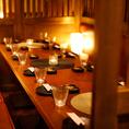 《新宿完全個室肉バル》扉付きのテーブル個室は2名様。・4名様・6名様・8名様とお選びいただけるお忍び隠れ家個室をご用意♪都会の雑沓を忘れられる静かな空間でゆったりとお過ごしいただけます!新宿・完全個室・宴会・女子会・記念日・3時間飲み放題コースは2980円~★幹事無料クーポンあり♪