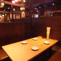 ゆったり座れるテーブル席