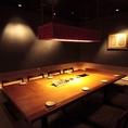 シックでモダンな大人の空間が広がるこちらのお席は、当店VIP席で8名様までご着席頂けるお席となっております。高級感のある掘りごたつのお席となっておりますので接待やお顔合わせなど特別なディナー時にもオススメです。