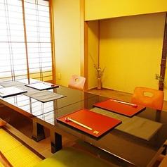 穏やかな時間の流れる和室個室にて、新鮮な旬の食材をふんだんに盛り込んだ会席料理やコースをご堪能頂けます。