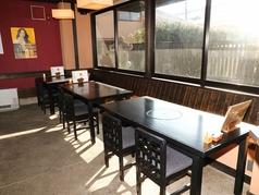 ≪1F≫4名席のテーブル席。横をつなげると12名様まで♪お1人でもご安心ください。カウンターのお席もご案内できます♪