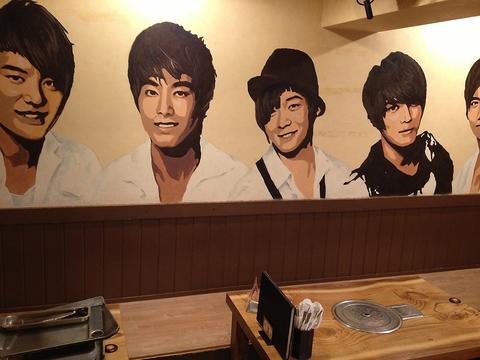 株式会社巨山が運営する韓国料理店≪李太郎≫イケメンスタッフが多いのも人気の秘訣!?