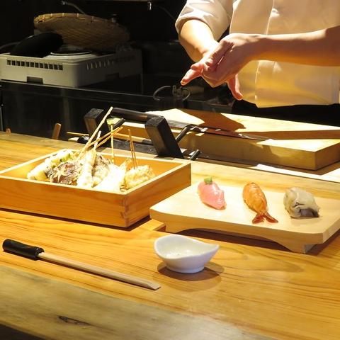 【じごろ】の和の集大成は鮨・串天ぷら居酒屋。カウンターで鮨を嗜む大人の贅沢空間。