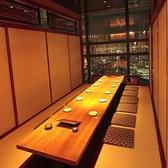 14名様までご着席頂ける、夜景が楽しめる個室席となっております。木目の美しいテーブルが品の良い和の空間を作り上げます。個室ですので、会食など特別なお食事シーンにもオススメとなっております!