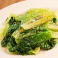 ロメインレタスのニンニク炒め(¥850) 火を通してもシャキシャキとした食感がクセになります。