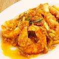 有頭海老のスパイシー炒め(¥1580) 干し海老、野菜をしっかりと炒めてスパイシーに仕上げています。
