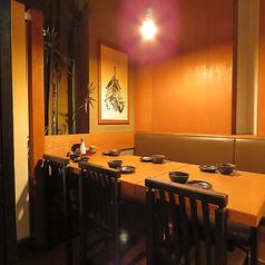 スタイリッシュ空間のテーブルの完全個室!接待でもご利用いただけます。居心地のよい和みの空間が魅力ですので海外のお客様にも大変好評頂いております!週末のお仕事終わりなどにもサクッと飲みに是非お立ち寄りくださいませ。ご予約も承っております。