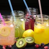 果肉がごろごろのオリジナルフルーツジュース♪「つぶつぶキウイ&アロエ」「グレープフルーツジュース」「マンゴー×マンゴージュース」「ベリー×ベリージュース」など可愛いフルーツジャーに入れたドリンクもご用意♪