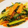 季節野菜とスルメイカのサンバル炒め(¥1250) 普通のスルメイカと違った食感をお楽しみください。