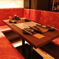 女子会に人気の1階テーブル席は4名~最大6名迄。少人数での小宴会や忘年会にどうぞ!