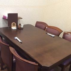 少人数でもご利用可能なテーブル席です。