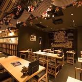 博多山笠の切り絵や小物が散りばめられており、楽しい空間。