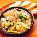 料理メニュー写真鶏と旬菜のアヒージョ