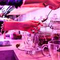 6種類の中からお好きなハーブを選んで頂き、スプーン1杯のハーブをすくってハーブをドリッパーに入れます。