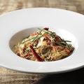 料理メニュー写真蟹のペペロンチーノ 黒胡椒の香り