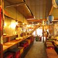 解放感のある店内は木造りで昭和レトロ感が満載!なんだか懐かしい雰囲気なのでついつい盛り上がっちゃいますね♪