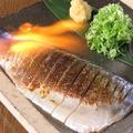 料理メニュー写真国産!炙りしめサバ/カツオのタタキ/鶏燻製のタタキ