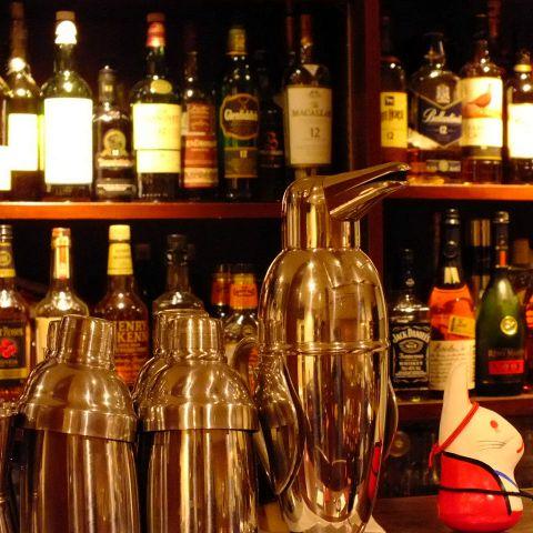 かまくら屋にくればあなたにピッタリのお酒に出会えるかも…。ウイスキーやカクテル、さらには焼酎までご用意しているので料理に合わせて飲み物を選ぶことができます!!飲んだことがないお酒があればぜひ試してみてください☆
