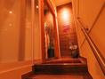 階段を上ると非日常的な店内が。本場の韓国料理を古町で食べれる♪女性に大人気。