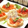 料理メニュー写真トマトとアンチョビのブルスケッタ