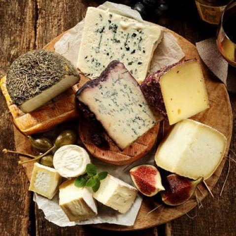 長年人気の店内で独自にブレンドしたチーズフォンデュ☆実は創業11年のこの味♪はじめはエメンタールとグリエールの基本的な作り方でしたが日々味を良くするため配合は変化、今は花畑牧場のカチョカバロやラクレットなど何種類ものチーズを使い美味しさは年々増しています!安くフォンデュを提供するお店が増えていますが是非食べ比べ下さい。