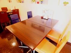 4名様のテーブル席です。家族でのお食事や友人、同僚同士のご利用にも大変便利です※6テーブルございます【中華 ランチ 南大分 個室 家族 子ども 貸切】