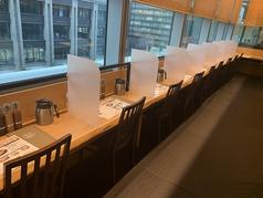カウンター席にはパーテーションを設置し、感染防止対策を行っております。
