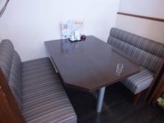 ふかふかソファー席もご用意し、ついつい長居していまいそうな贅沢なお席。リラックスして食事して頂けます。【中華 ランチ 南大分 個室 家族 子ども 貸切】