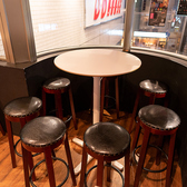 人数に合わせてご用意できる、テーブルのお席。