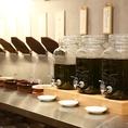 オリーブオイル、ニンニクオイル、トリュフオイルなどグルメな方や女性に嬉しい変わったタレや薬味をご用意しております。通常のポン酢やゴマダレに飽きてきてしまったら、ローストビーフやカルパッチョの様な洋風ダレやタイや中国四川風の様なアジアンテイストなタレを作るのも楽しみのひとつ。