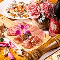 当店名物の厚切りローストビーフやサラミ盛り合わせなど、各国選りすぐりのワインを引き立てるアラカルトメニューをご用意しております。ボリューム満点のお肉料理やフォトジェニックなデザートなど女子会やパーティーをより一層盛り上げてくれる逸品料理の数々をご堪能ください♪