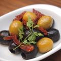 料理メニュー写真2種のオリーブとドライトマト