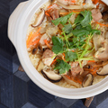 料理メニュー写真若鶏の土鍋炊き御飯