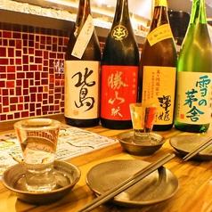 デートでゆったりするならカウンターがおすすめ!日替わりのこだわり日本酒と共に…