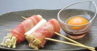 人気の池田牛すきやき串と もみじ卵