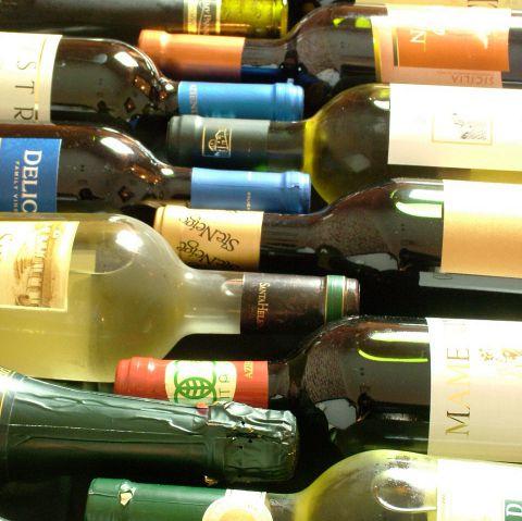 リーズナブルでクオリティの高いワインを足を棒にして探してきたボトルワインが勢ぞろい!イチオシはイタリアシチリア産の有機ワインです!