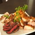 料理メニュー写真贅沢3種の肉盛りプレート