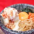 料理メニュー写真【石焼ビビンバ】女性に人気!完熟トマトととろーりチーズの石焼ビビンバ