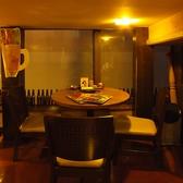 ロフト下のテーブル席女子会やカップルにも◎(3名用×2、4名用×4)