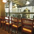 広々としたテーブル席や、お一人様でもお寛ぎ頂けるカウンター席をご用意。