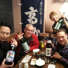 【宴会風景】外国の方にも日本酒楽しんでもらってます♪