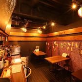 海辺の食堂をモチーフとした、気軽で親しみやすい店内。様々な宴会・飲み会に最適なテーブル席をご用意しております。3~6名様までご利用可能です!