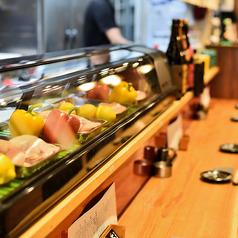 新鮮な食材を目の前に、職人が一品一品丁寧に仕上げます。