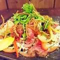 料理メニュー写真和の香サラダ ~牛たたき添え~