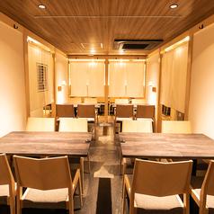 すすきの駅3分にNEW OPEN ★完全個室あり♪少人数向け個室や20名様ご案内可能な完全個室など大人数向けのおしゃれなフロア席もございます。2名様~最大30名様の巨大宴会も可能!!掘りごたつ・テーブル席の個室がございます!!すすきの 居酒屋 焼き鳥 天ぷら 串カツ 海鮮 飲み放題 個室 完全個室 鍋 肉